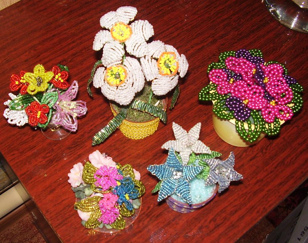 Орхидея.  Цветы из бисера и керамика.  Колокольчики в горшочке.